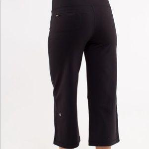 LULULEMON   Relaxed Fit Crop II W back zip pocket